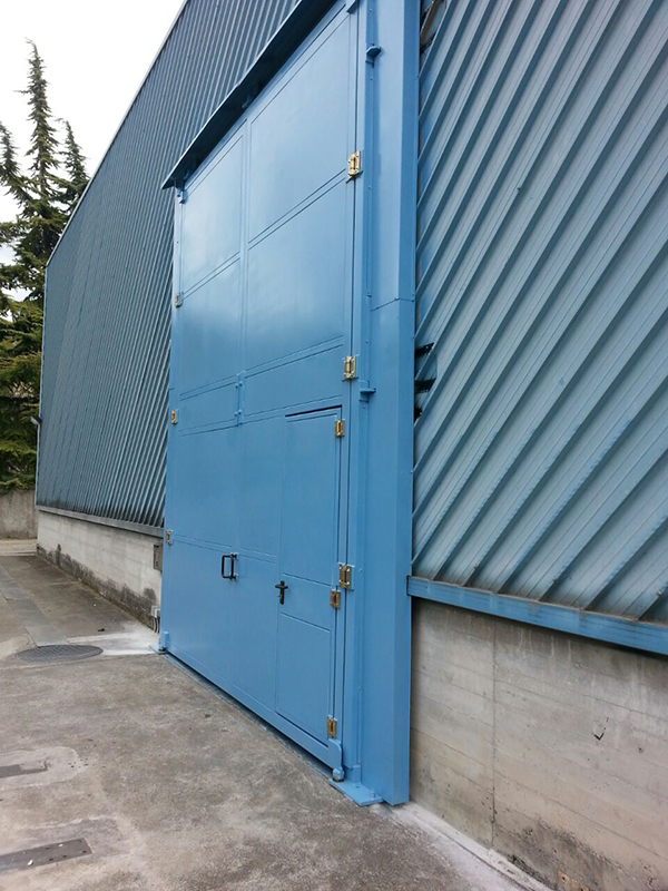 Phono insulating doors and gates