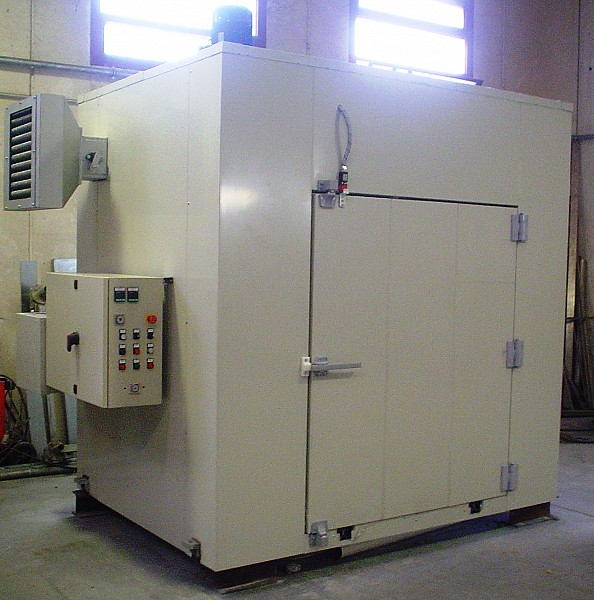 Ovens for thermal treatments